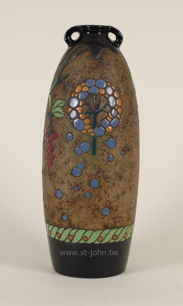 Amphora vase: back side.