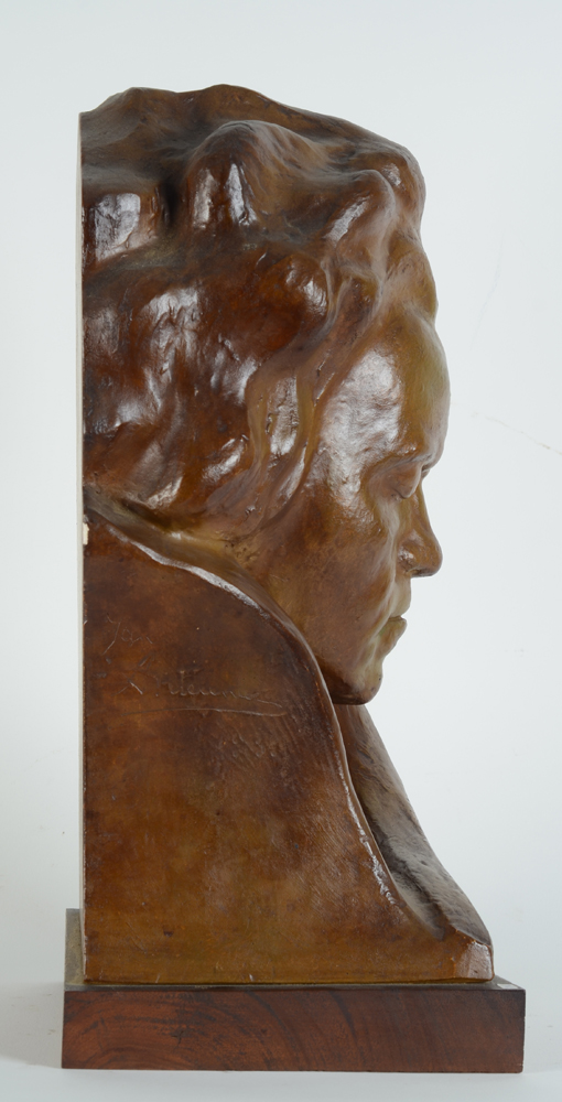 Jan Anteunis — Profile of the sculpture, showing the flat back, designed to stand against a wall.
