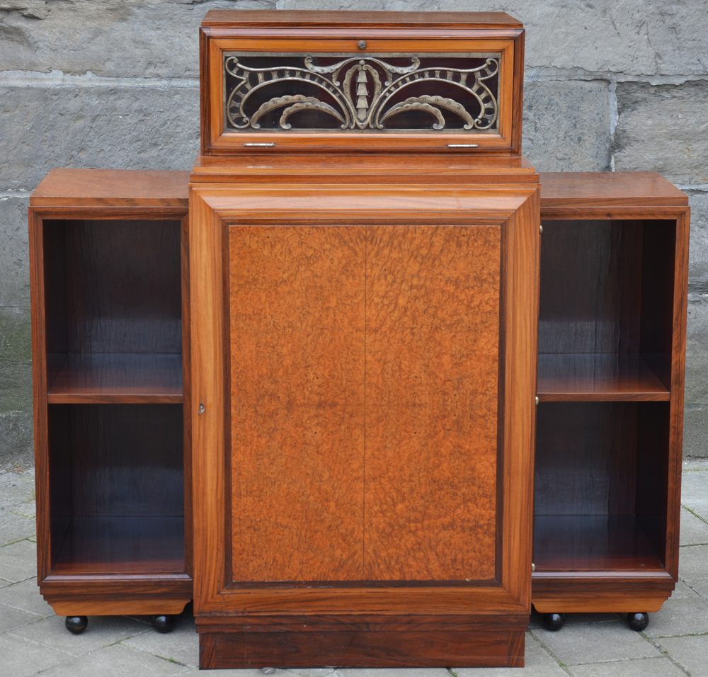Art Deco desk — Frontal view of the cabinet