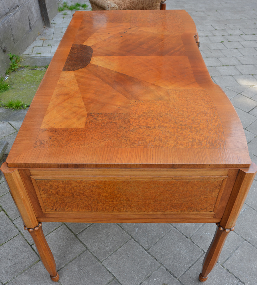 Art Deco desk — The top of the desk showing the pattern of the verneer inlay