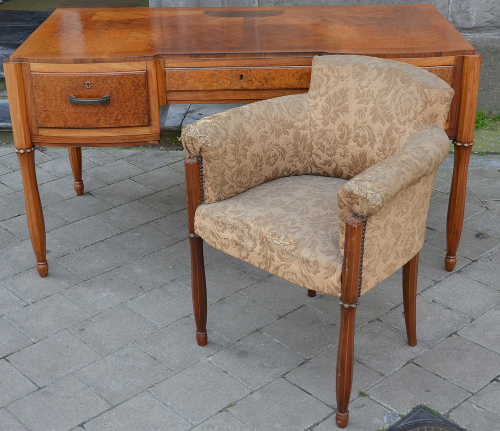 Art Deco desk — The desh with one of the chairs, with the original upholstery (worn)