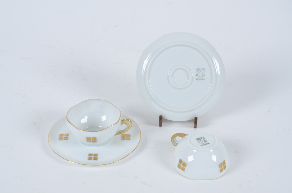 Art Nouveau cups and saucers — A set of porcelain cups with an applied secession decoration in gold