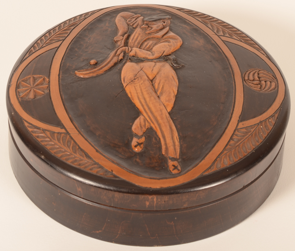 Box with basque pelote player