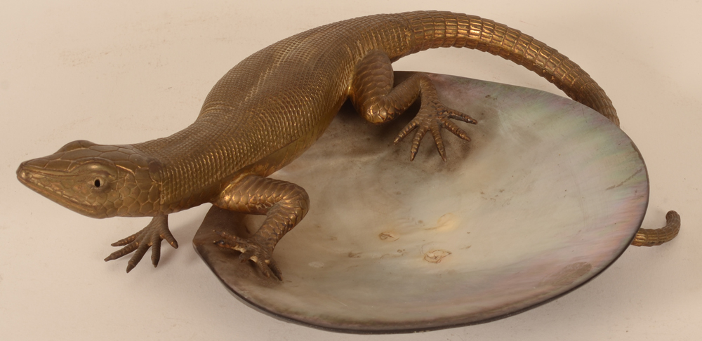 bronze lizard on shell — Lezard en bronze sur un coquillage, probablement annees 20-30