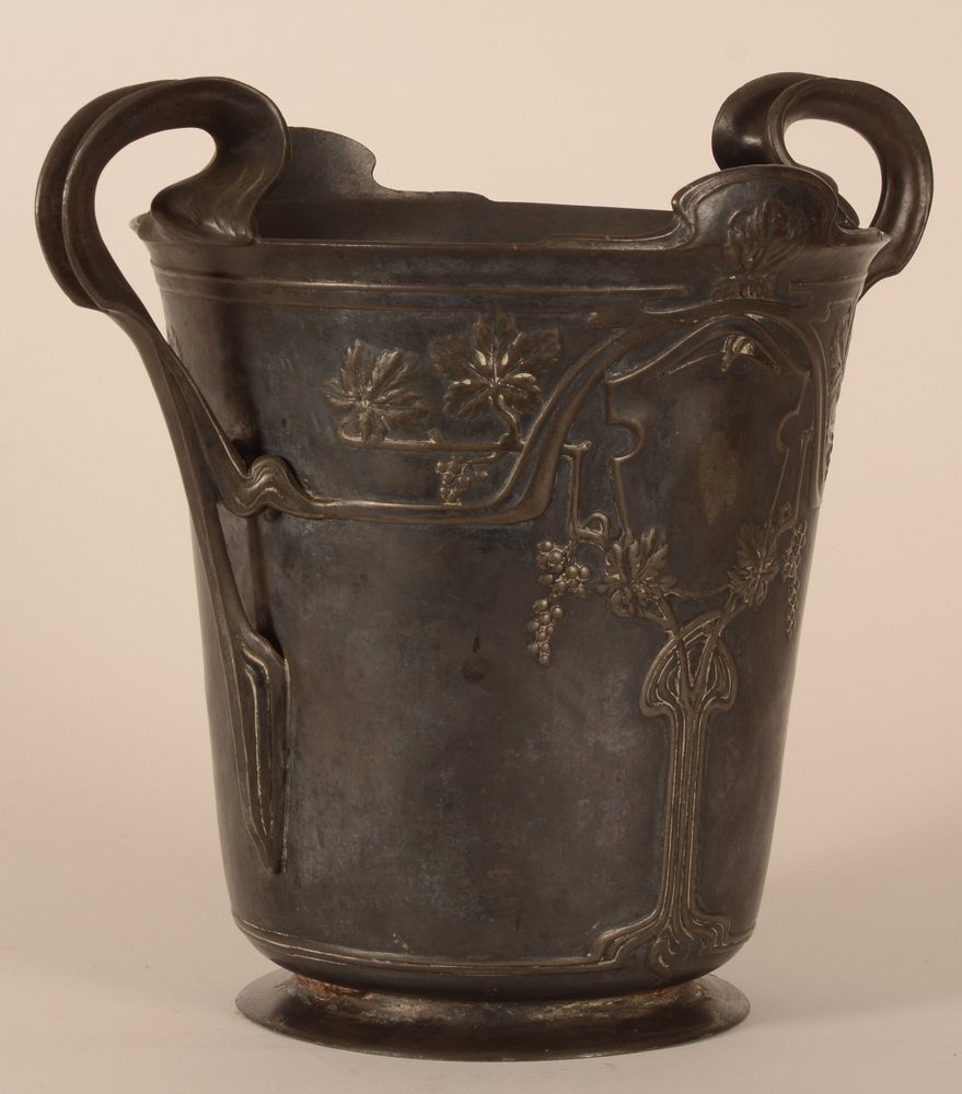 Art Nouveau champagne bucket — View from the side