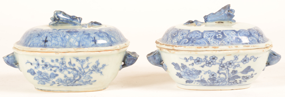 Two chinese blue and white export porcelain tureens — Deux terrines en porcelaine de de chine  chine de commande bleu et blanc