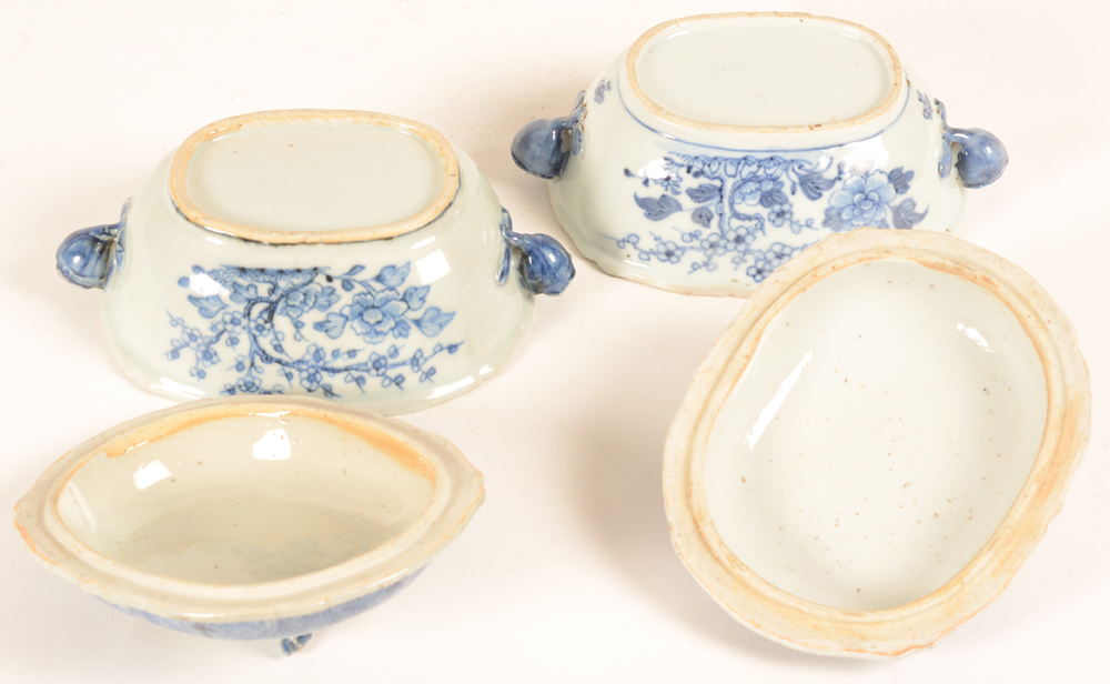 Two blue and white chinese export porcelain tureens with lid, bottom. — ?Two blue and white chinese export porcelain tureens with lid, bottom.