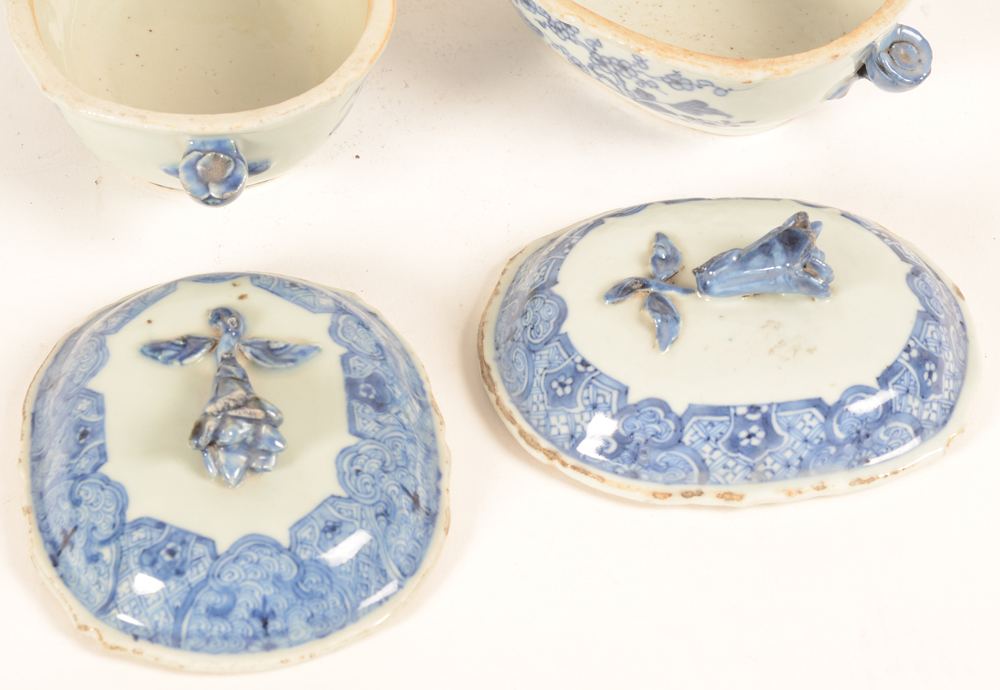 Two blue and white chinese export porcelain tureens with lid, detail lids — Two blue and white chinese export porcelain tureens with lid, detail lids