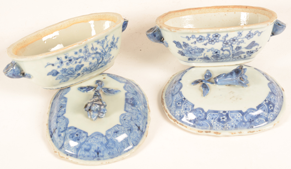 Two blue and white chinese export porcelain tureens with lid, opened; — ?Two blue and white chinese export porcelain tureens with lid, opened;