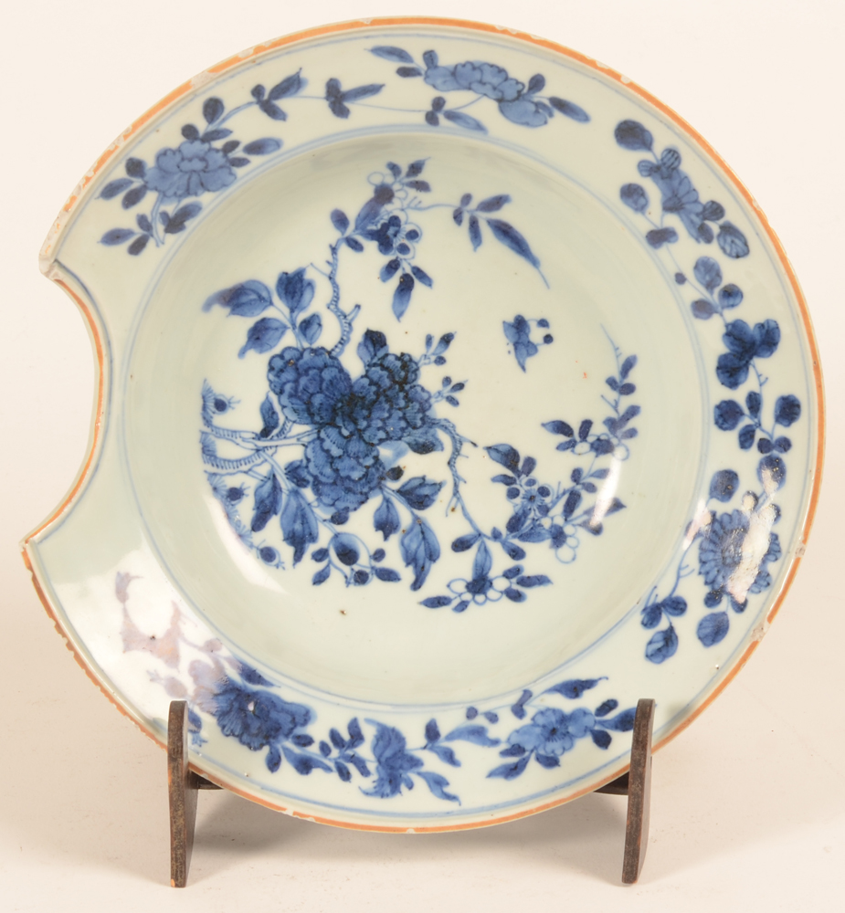 Chinese shaving dish — A blue and white shaving dish, 18th century
