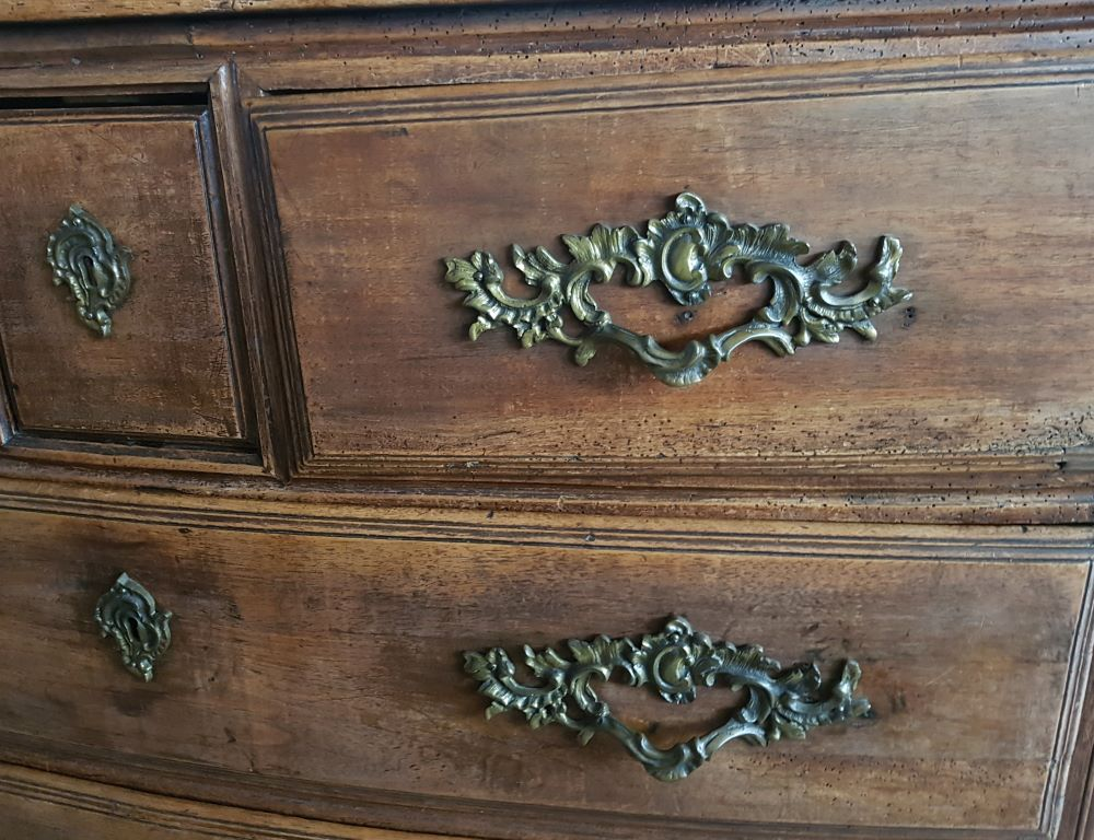 L XVth chest of drawers — <p>Detail of the bronze handles</p>