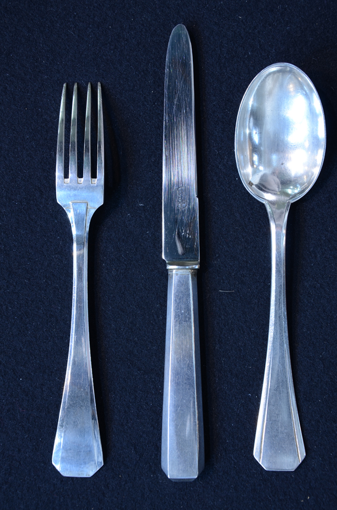 De Bist — A modernist silver cutlery set, fork showing back side.