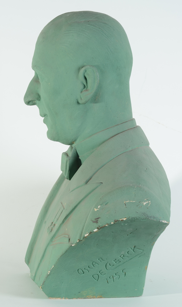 Oscar De Clerck — The bust in profile, green patina original.