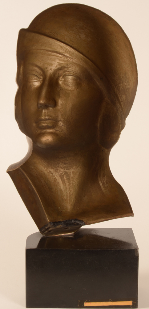 Richard de Meyer bust — Back of the wrought sculpture