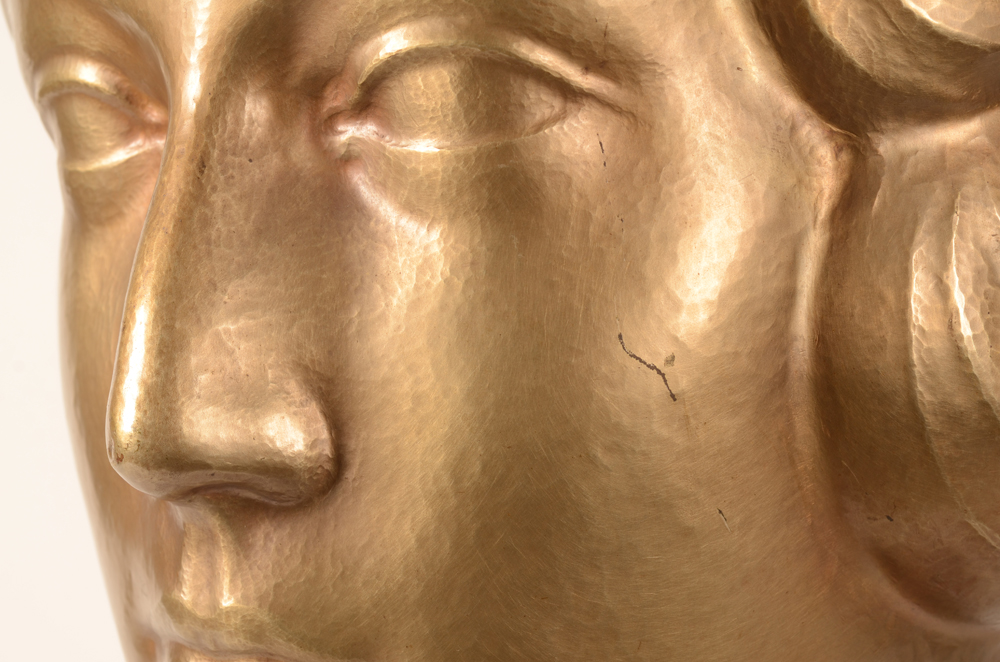Richard de Meyer bust — Detail