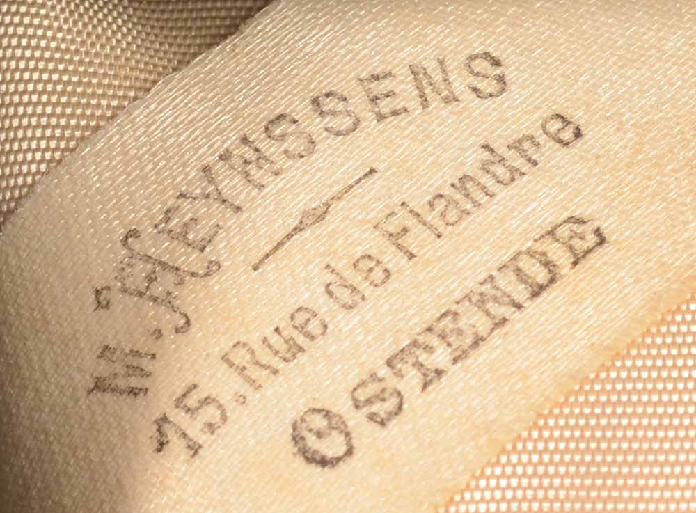 Delheid Frères — Retailers mark on the inside of the lid