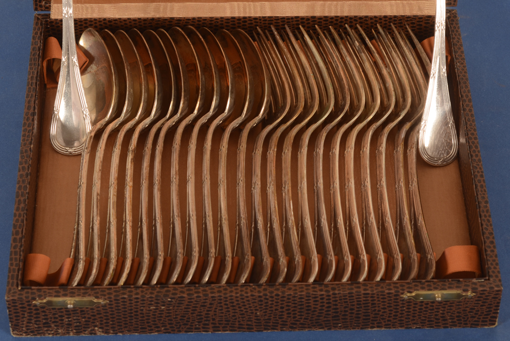 Delheid Frères — the forks and spoons in their box