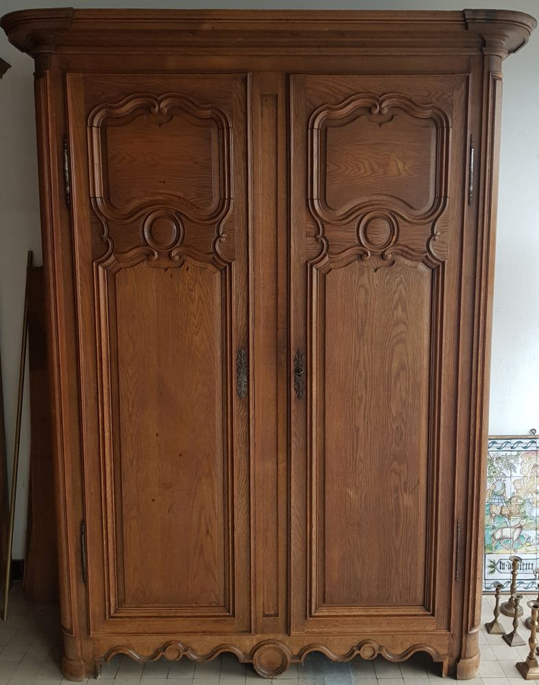 French oak wardrobe 18th century — <p>Une belle armoire en chêne 18me, probablement Nord de la France ou Flandres.</p>