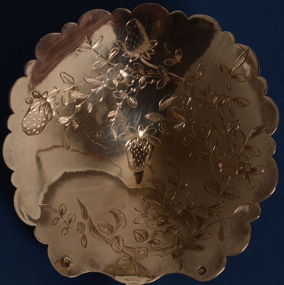 silver engraved strawberry spoon — Detail of the spoon