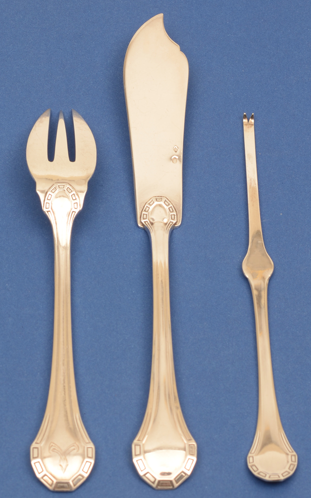 Henin et Co — Silver fish fork lenght 17,5 cm, fish knife 21 cm and lobster fork 17 cm (fork showing back)