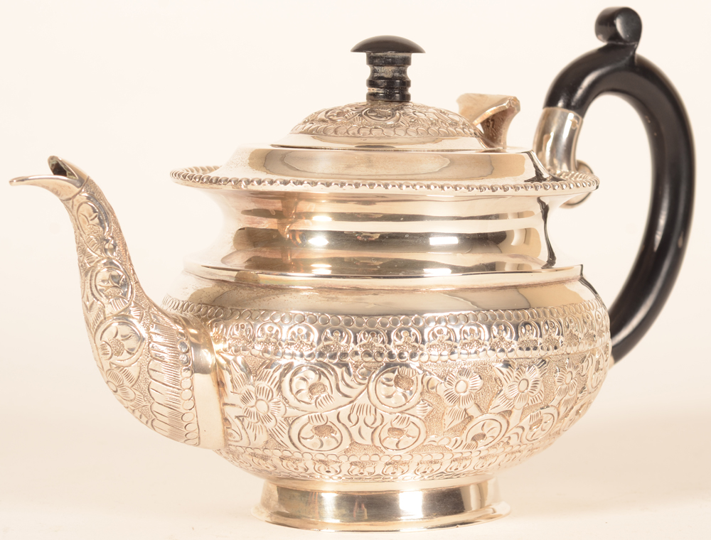 Indian silver tea pot — Good quality 20th century tea pot in silver