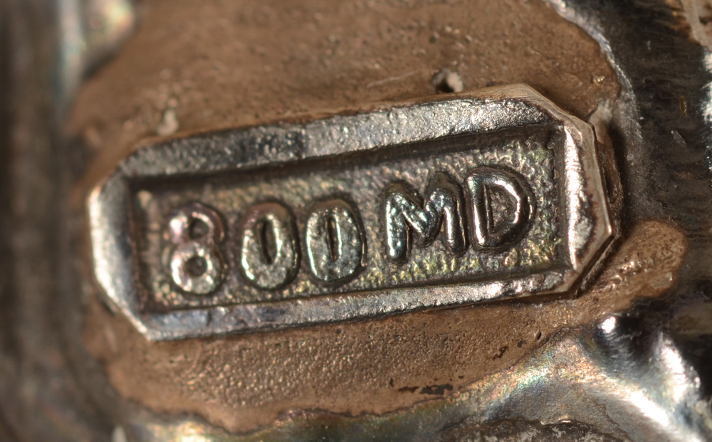 Moeljodihardjo — Alloy mark and makers mark at the back of the dish<br>