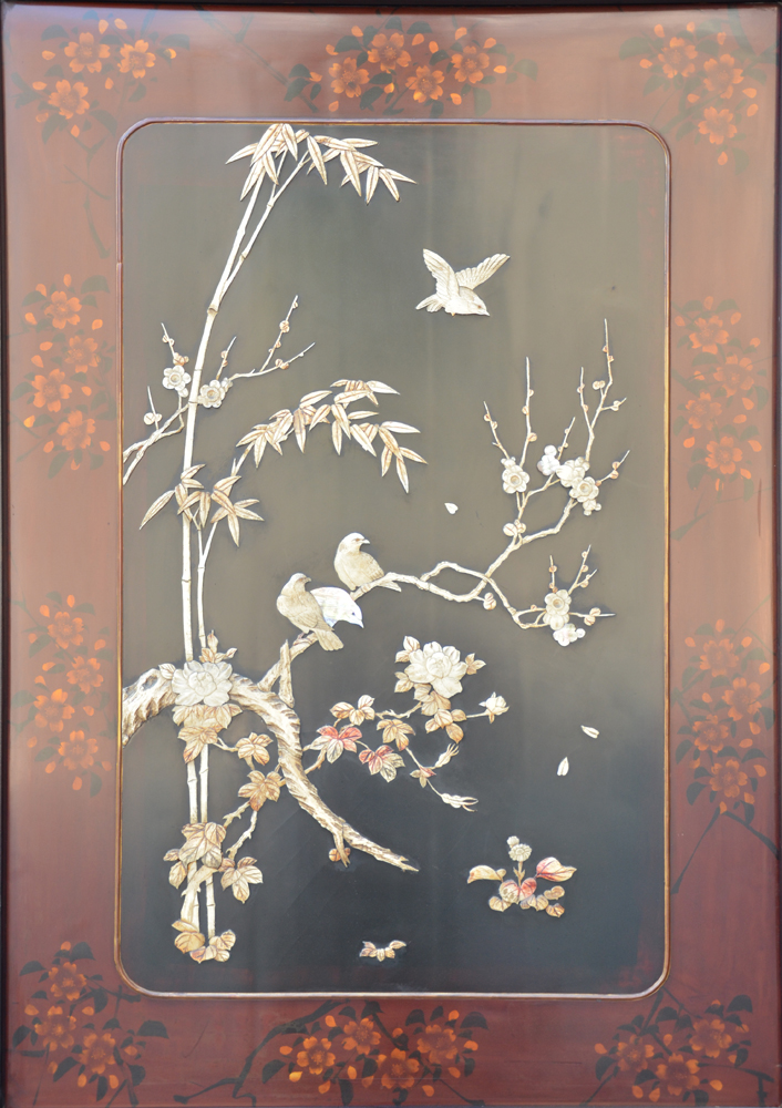 Japanese screen wood lacquer — Detail of the lacquer panel, left side