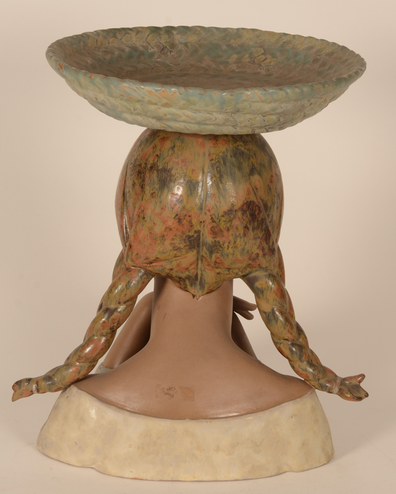 Lladro bust girl with basket — Back of the sulpture