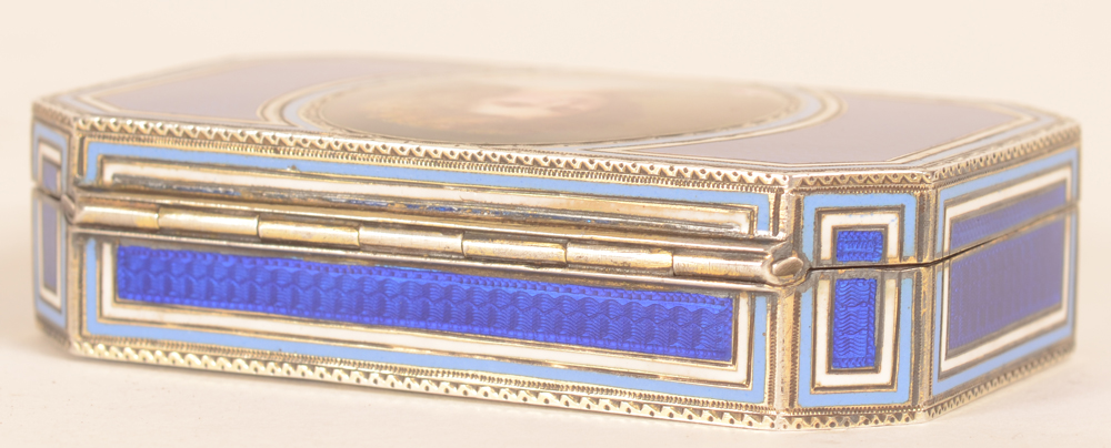 L XVI style snuff box — Detail of the hinge