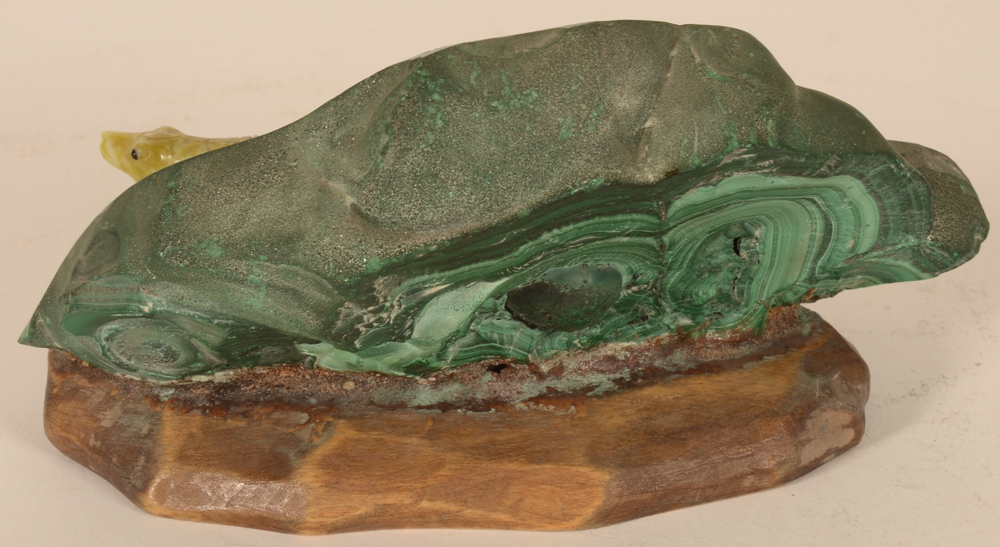Malachite and onyx crocodile — Back of the stone