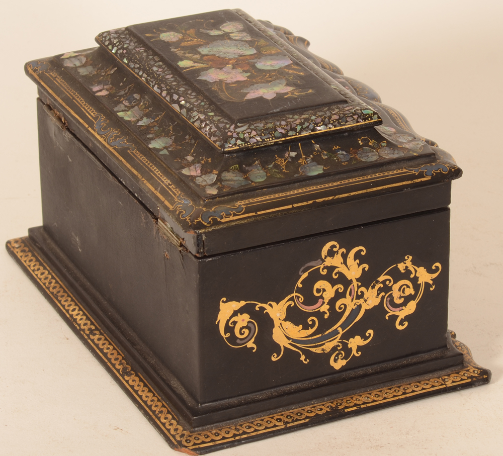 Napoleon III lacquered tea caddy  — View from the side