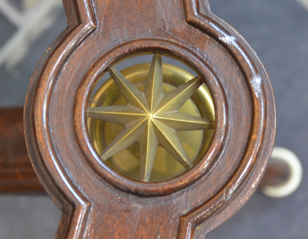 Vintage design occasional table 1940s — Detail of the bronze stars