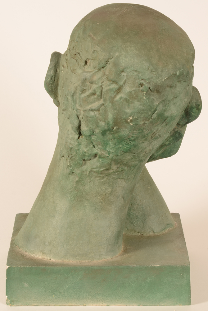 Maurice Olivier Piette — <p>Back of the sculpture</p>