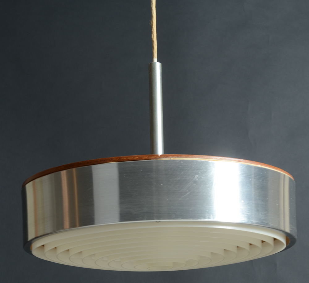 Scandinavian circular pendant light — Day view