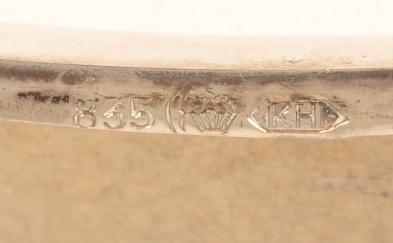 silver cigarette case AS — Marks on the rim edge