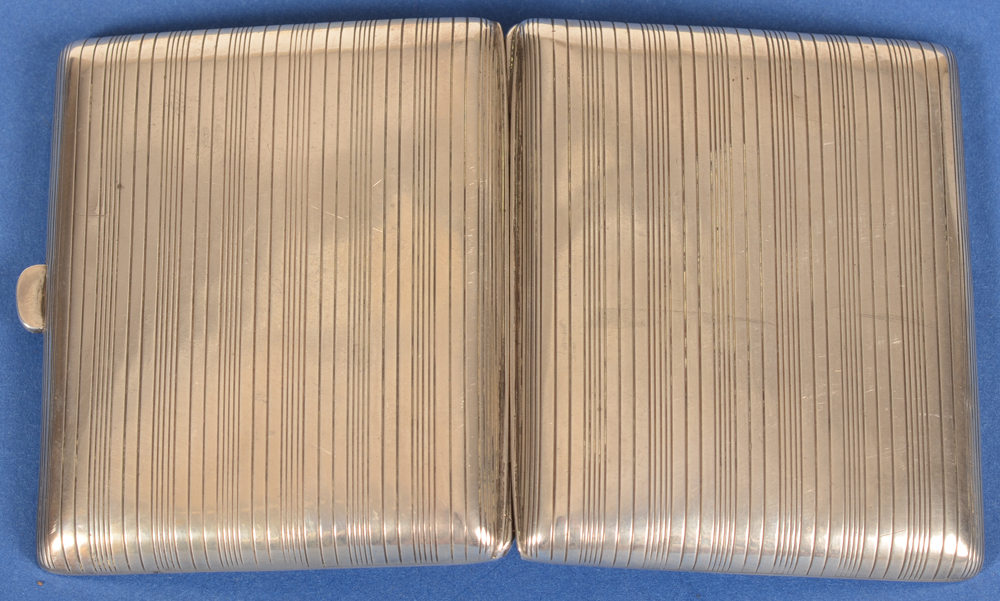Silver cigarette case St-Michel — Back of the case