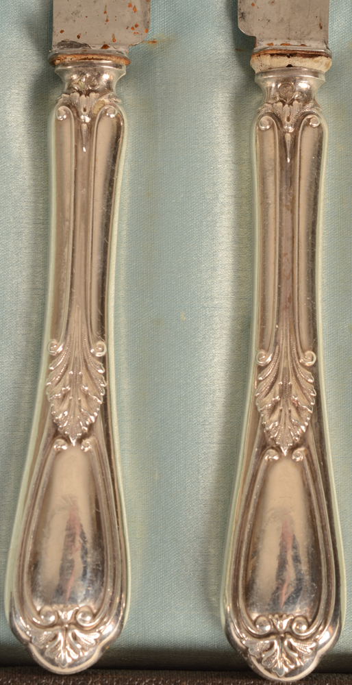 French entree knives in silver and steel — Detail of the silver handles