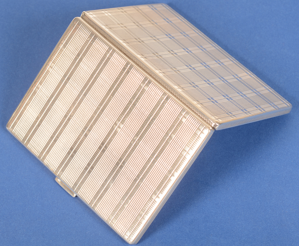 Silver cigarette case squares — Back of the case
