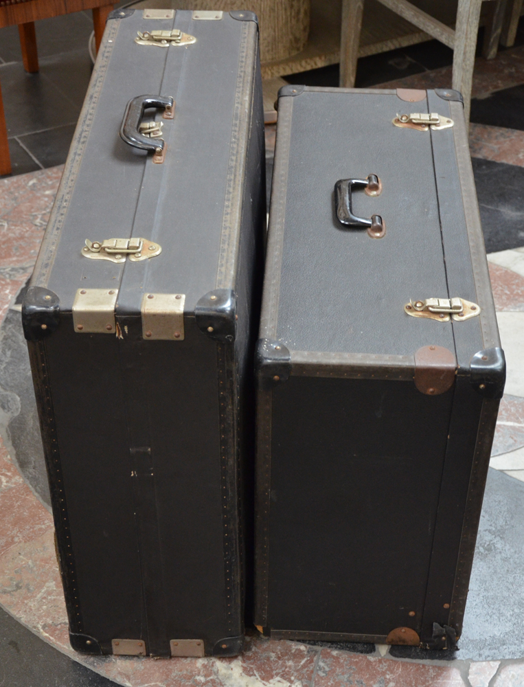 Travelling shoe salesman trunks — Side view of the closed trunks