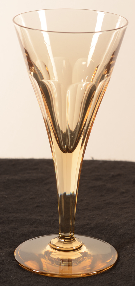 Val Saint-Lambert conical art deco glass in gold coloured crystal, 158 mm — côtes plates, époque art deco, couleur cognac, 158 mm