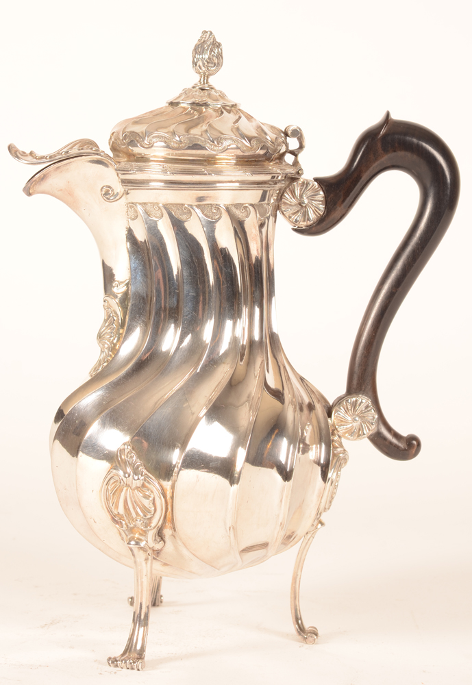 Valenciennes — L XVth silver chocolate pot, in very good condition
