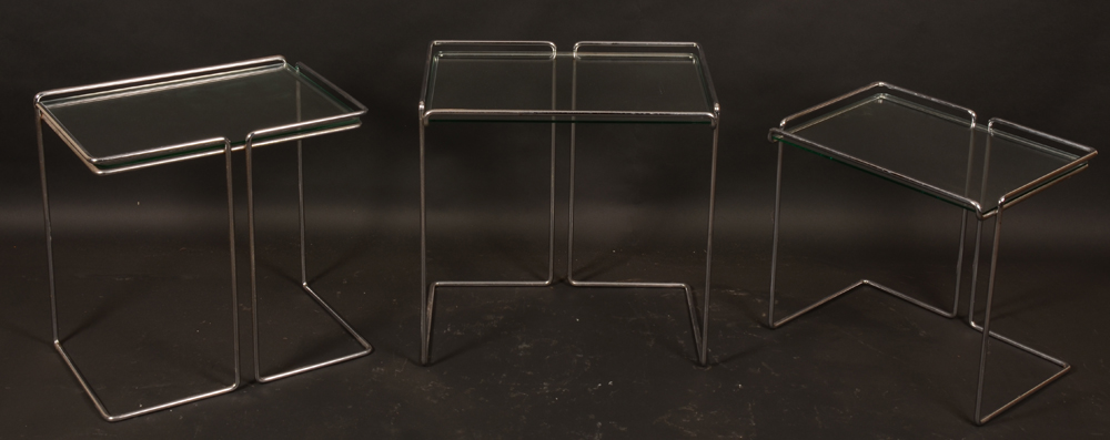 Vintage design side tables — The tables appart, left table showing back