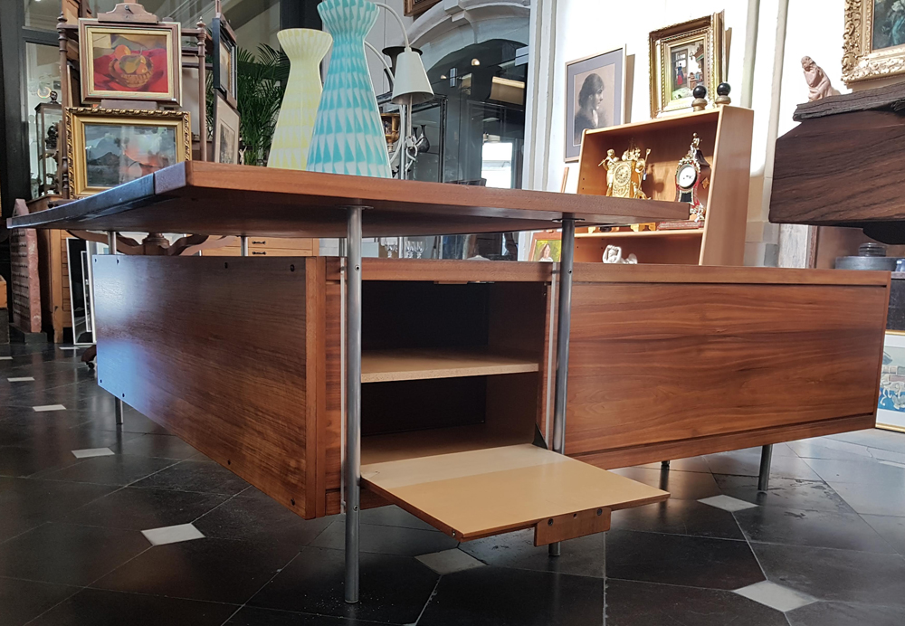 Vintage executive desk — The side of the return, open