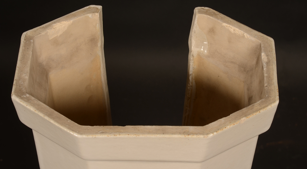 white ceramic art deco table — Top of the lower part, with opening facing towards the wall