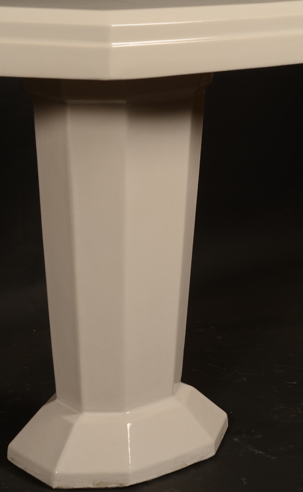 white ceramic art deco table — Angle view from the side