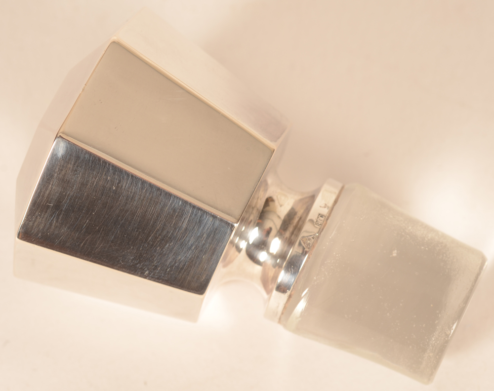 Wolfers Frères — Detail of the stopper, with silver top
