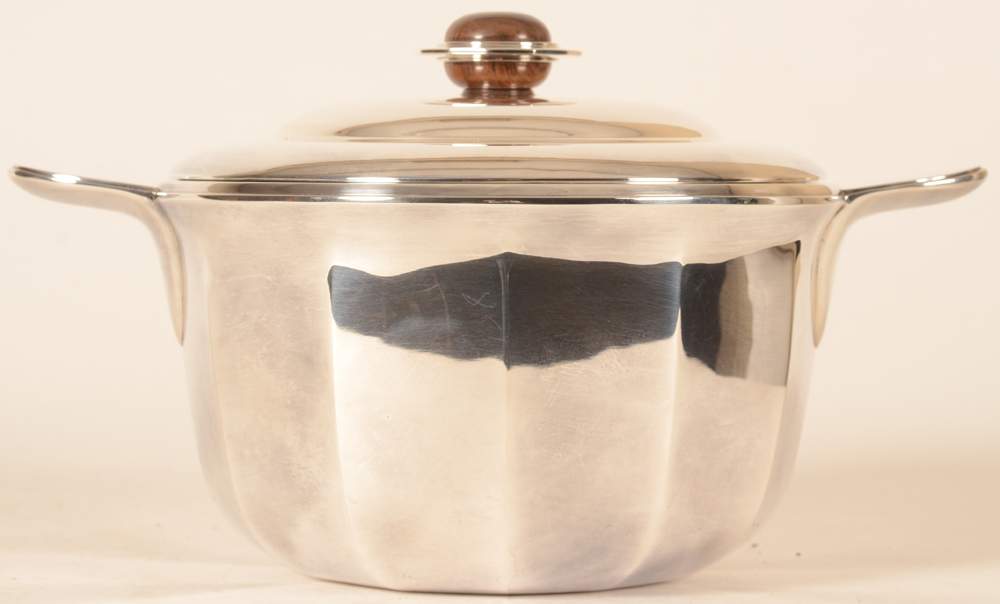 Wolfers Frères — side view of the facetted tureen