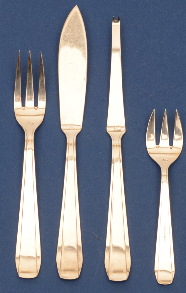 Wolfers Frères Chambord model — <p>Fish cutlery, lobster fork, oyster fork, all in silver and per 12<br></p>