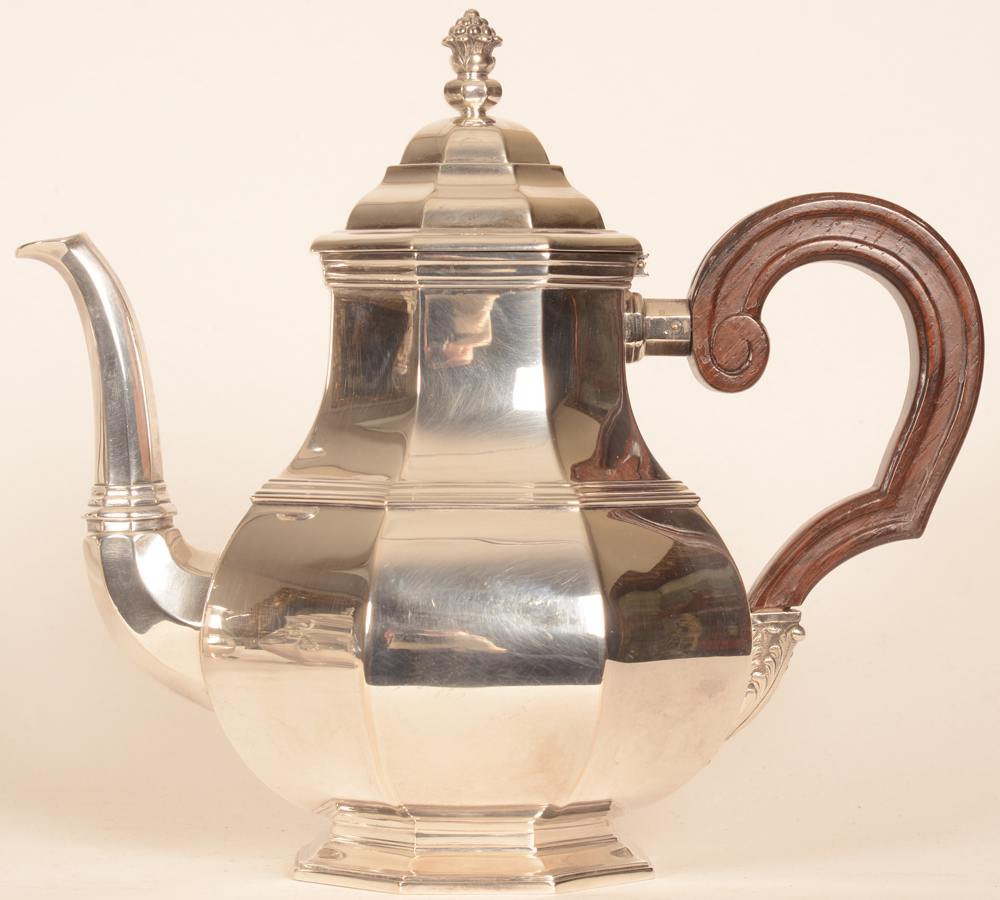 Wolfers Frères — Silver and wood tea pot, height 22,5 cm