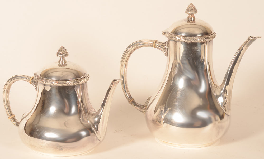 Wolfers Frères — Detail of the tea pot and coffee pot